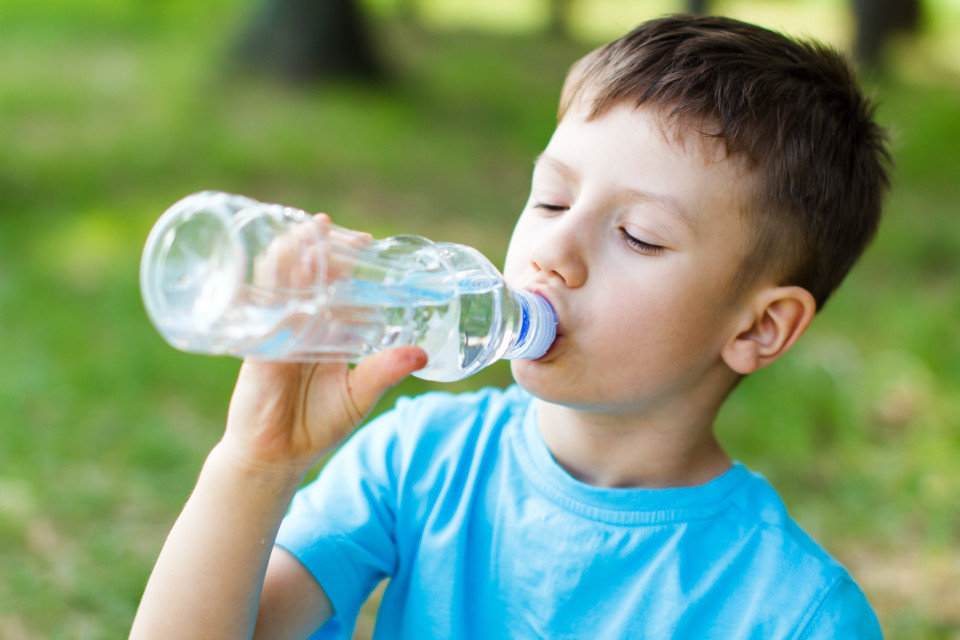 kid-drink-more-water-960x640